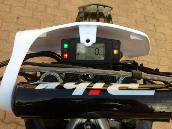 Mbk x limit derri re la plaque phare yz yamaha dt for Yamaha sports plaza promo code