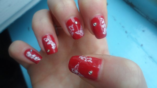44eme tuto nail art rouge et stamping blanc beautynail 39 s. Black Bedroom Furniture Sets. Home Design Ideas